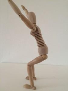 Auch bei der Kniebeuge sollte der Rücken möglichst aufrecht sein-